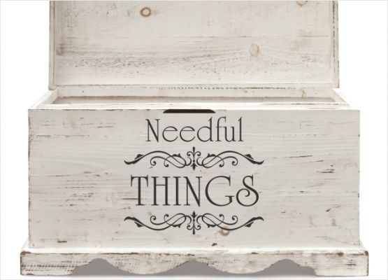 Möbeltattoo Needful Things mit Ornament Shabby Chic Style